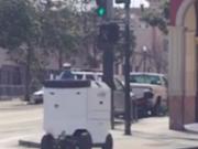 ویدئو :   رباتی که غذا را به در خانه شما می رساند