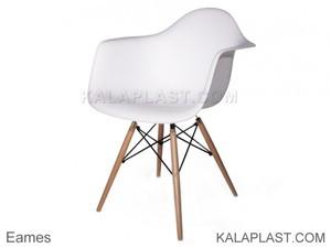 صندلی فایبر گلاس دسته دار با پایه چوبی ایمیز